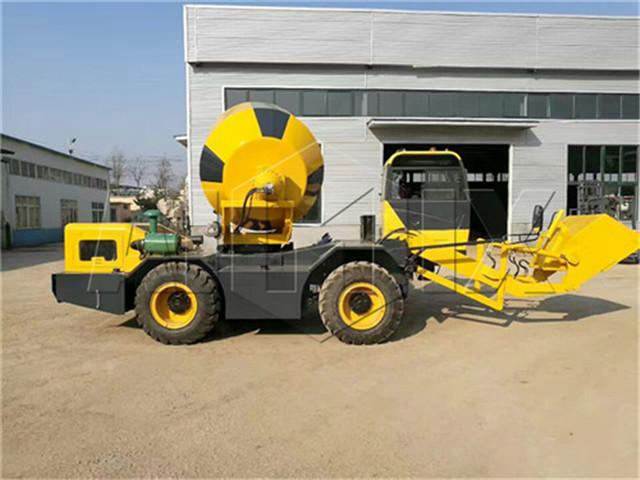 Self Loading Concrete Mixer form China
